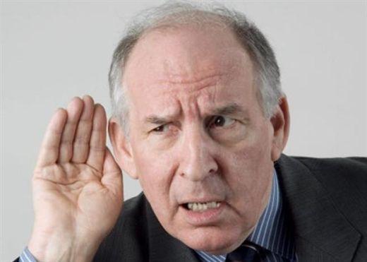Chứng nghễnh ngãng, điếc... gây khó khăn về tâm lý và áp lực ở người già