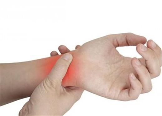 Vì sao phụ nữ trung niên dễ bị đau, tê buốt cổ tay?