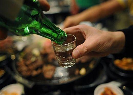 Truyền bia có thực sự giải ngộ độc rượu?