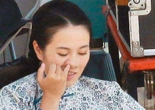 Thường dùng tay ngoáy mũi, người phụ nữ mắc bệnh ác tính