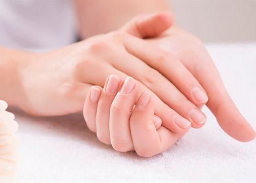 Mẹo làm mềm da tay, trắng sáng với những nguyên liệu 'rẻ bèo'