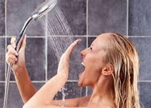 Tắm ngay sau khi đi nắng về, nguy hiểm khôn lường?