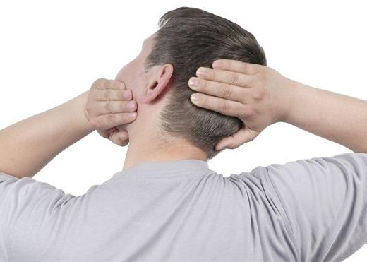 Thói quen lắc hay bẻ cổ có thể dẫn đến đột quỵ