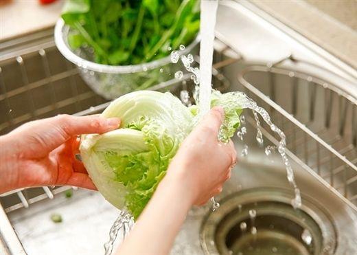 Những sai lầm khi rửa rau sống mà các bà nội trợ thường mắc phải
