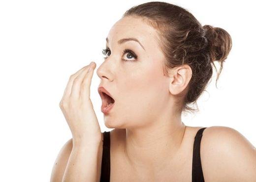 Hơi thở có mùi là dấu hiệu cảnh báo nhiều bệnh nguy hiểm mà bạn không nên chủ quan