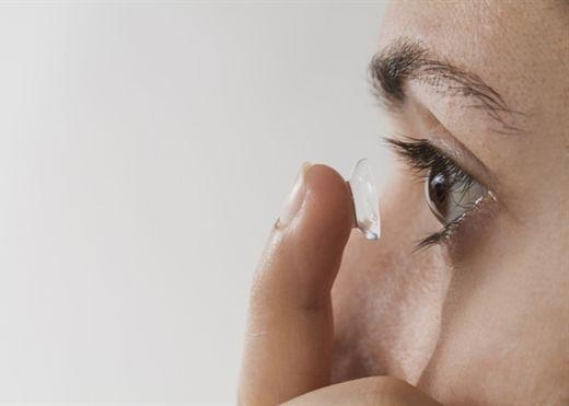 Lưu ý và các cách sử dụng kính áp tròng an toàn cho đôi mắt long lanh