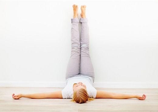 Các động tác yoga cực đơn giản giúp bạn có giấc ngủ ngon hơn