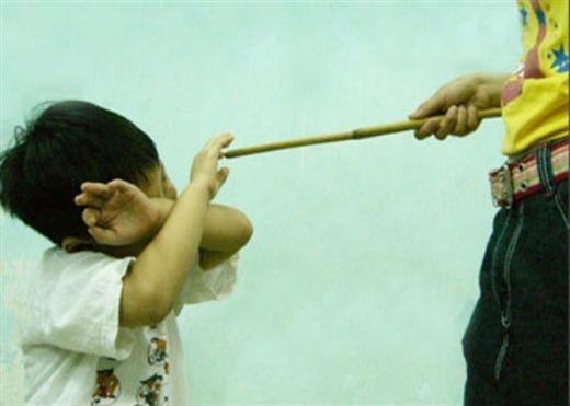 Nghiên cứu từ ĐH Texas và Michigan (Mỹ): Dạy con bằng đòn roi dễ khiến trẻ mắc bệnh tâm thần