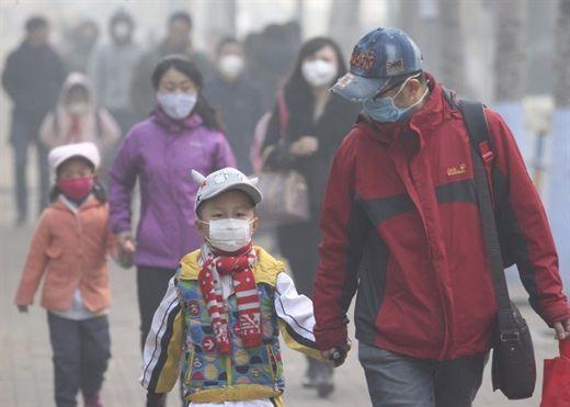 """Ô nhiễm bụi mịn, làm sao """"phòng vệ"""" sức khỏe cho gia đình?"""