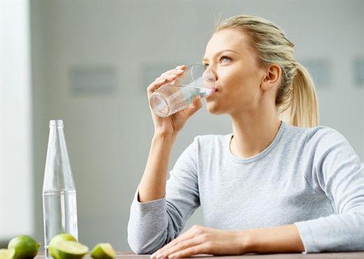 10 Tip để bạn uống đủ 2 lít nước mỗi ngày