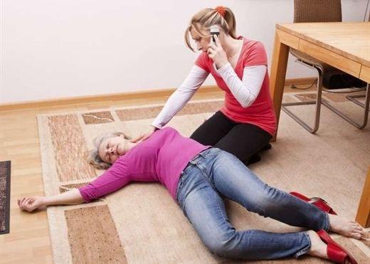 Hướng dẫn cách sơ cứu người bị đột quỵ với 4 bước