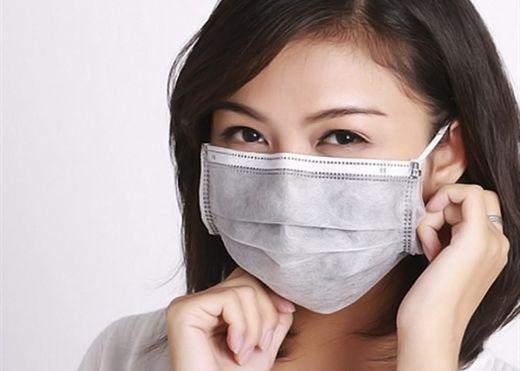 Mách bạn cách đeo khẩu trang phòng virus corona hằng ngày vẫn không lo nổi mụn