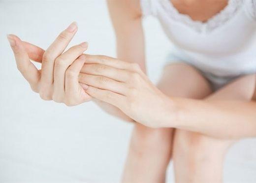 Dùng nhiều nước rửa tay khiến da bị khô, áp dụng 9 cách này tay sẽ mềm mịn tức thì