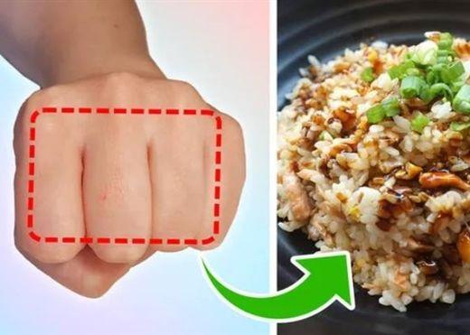 Quy tắc bàn tay cực đơn giản để đo lượng thực phẩm cho bữa ăn
