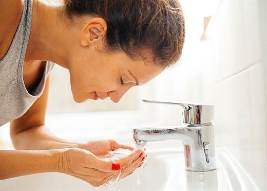 7 thói quen buổi sáng để có làn da trẻ trung không tuổi