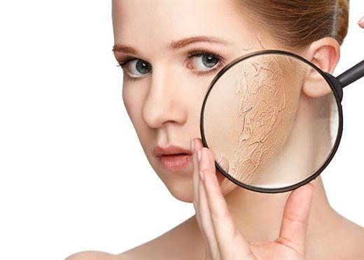 Nguyên nhân gây khô da và lời khuyên hàng đầu từ các bác sĩ da liễu