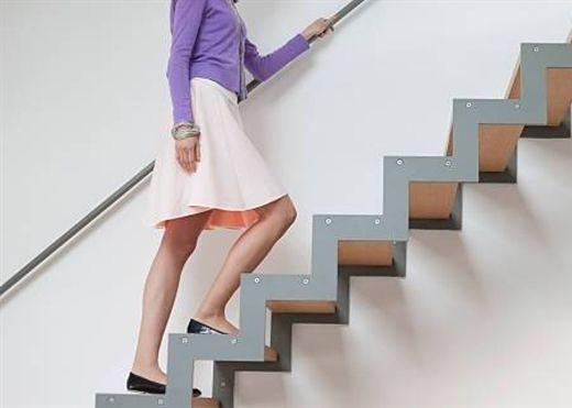 Leo cầu thang bộ hàng ngày giúp cải thiện đáng kể sức khỏe tinh thần và thể chất