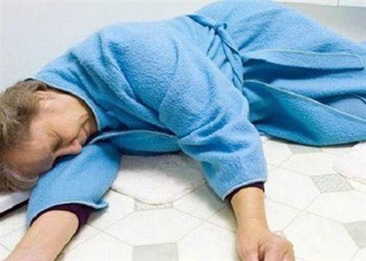 Đột quỵ khi tắm đêm và cách tự cứu mình khi có dấu hiệu nguy cơ