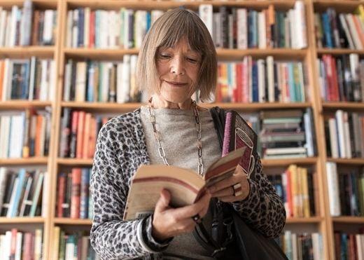 Đọc sách hàng ngày giúp giảm 20% nguy cơ tử vong và kéo dài tuổi thọ