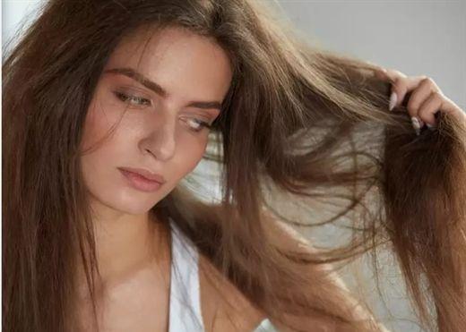 Bí quyết biến mái tóc khô xơ dễ gãy rụng trở nên mềm mượt trong mùa đông