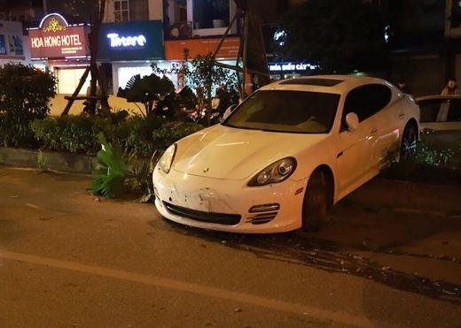 Tài xế Porsche nghi bị đột quỵ khi đang lái xe, cảnh báo khi trời trở lạnh đột ngột