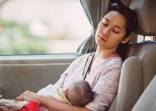 Lần đầu làm cha mẹ: Chất lượng giấc ngủ sẽ giảm đi trong 6 năm đầu khi con sinh ra