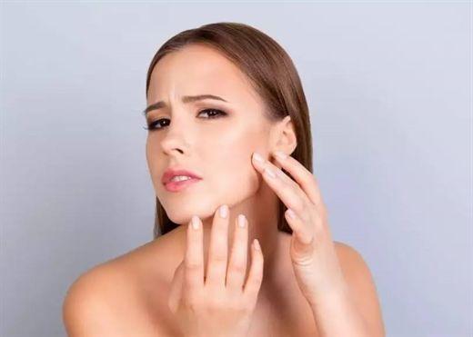 Ô nhiễm không khí tác động xấu đến làn da: Nhiều mụn và lão hóa sớm