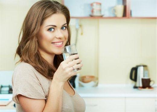 Uống đủ nước mỗi ngày không chỉ tốt cho não, hỗ trợ giảm cân mà còn nhiều lợi ích sức khỏe khác