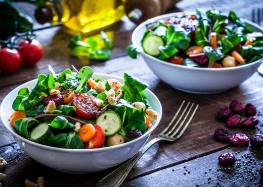 Sai lầm phổ biến khi làm món salad khiến nỗ lực giảm cân thành công cốc