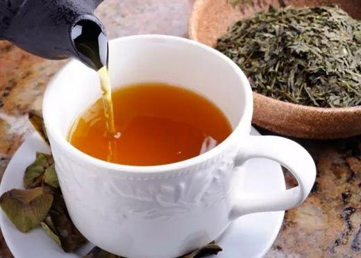 Có nên uống trà xanh khi bụng đói?