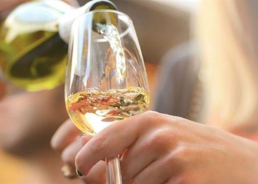 Rượu vang tốt cho sức khỏe và tiêu hóa nhưng nên tránh uống vào những thời điểm này