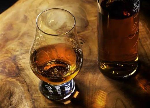 Rượu pha với nước tăng lực sẽ thơm ngon và dễ uống hơn nhiều đấy, nhưng hỗn hợp này rất dễ gây ra nhiều vấn đề sức khỏe nghiêm trọng