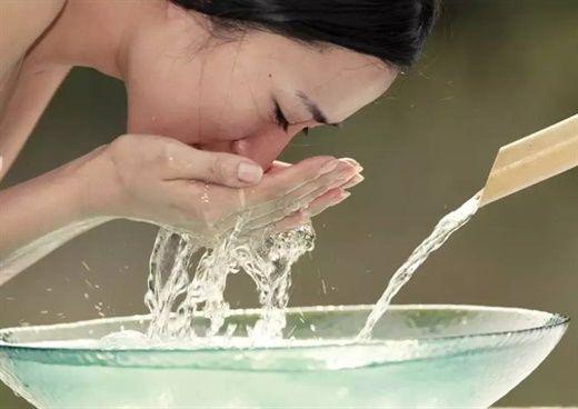 Những dấu hiệu cho thấy bạn đang rửa mặt không kỹ như bạn tưởng