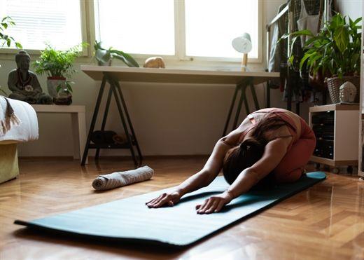 Thường xuyên mất ngủ hoặc ngủ không ngon giấc, hãy thử ngay 5 động tác kéo giãn này trước khi lên giường