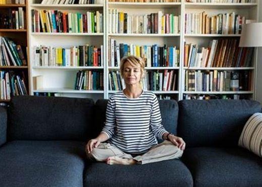 Lo âu dẫn đến mất ngủ, mất ngủ làm tình trạng lo âu tồi tệ hơn, vậy làm sao để giảm lo âu và có một giấc ngủ ngon?