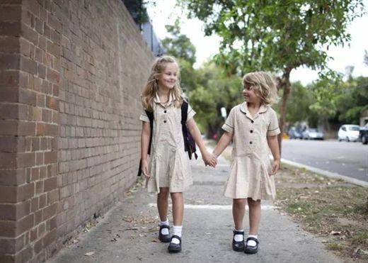 Khi nào bạn nên cho con tự đi bộ đến trường thay vì đưa đón? Đây là câu trả sẽ giúp cha mẹ giải tỏa được thắc mắc bấy lâu