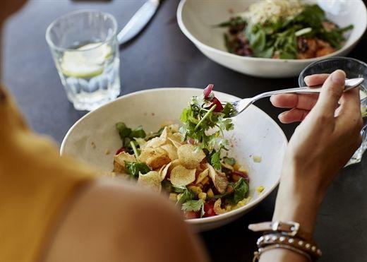 Salad có thể giúp giảm cân không? Câu trả lời là có nhưng phải tuyệt đối tránh 4 sai lầm này