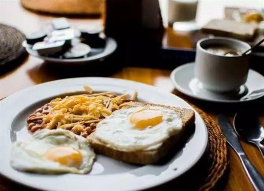 Ăn sáng như vua, ăn trưa như hoàng tử... quy tắc đó liệu có còn đúng với người muốn giảm cân? Thời điểm nào tốt hơn nên ăn lượng calo tối đa?