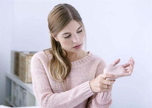 Khi mắc hội chứng ống cổ tay, áp dụng ngay cách khắc phục tại nhà đơn giản nhất nếu không muốn gặp vấn đề nghiêm trọng hơn