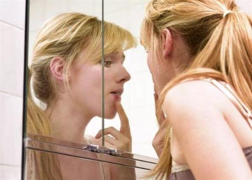Ung thư môi thường có triệu chứng của bệnh ít nghiêm trọng hoặc thậm chí không có triệu chứng, vì vậy cần đặc biệt tỉnh táo để phát hiện