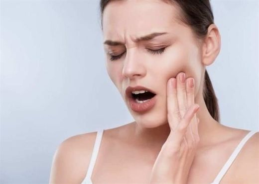 Răng khôn khiến nhiều người mất ăn mất ngủ vì đau thậm chí còn sưng lệch cả mặt, giảm đau bằng cách nào?