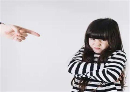 Nuôi dạy con cái khắc nghiệt trong thời thơ ấu ảnh hưởng đến cấu trúc não bộ của trẻ