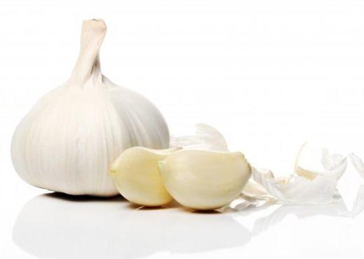 Muốn ăn tỏi nhưng ngại bóc vỏ, học ngay cách bóc tỏi nhanh và cực kỳ đơn giản này