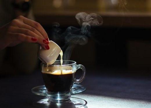 Vì sao phụ nữ mang bầu không nên uống cà phê: Trẻ sinh ra nhẹ cân hơn, lùn hơn và nhiều nguy cơ khác
