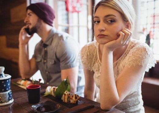 Dấu hiệu rõ ràng cho thấy nửa kia hoàn toàn không coi trọng bạn và đã đến lúc nên dừng mối quan hệ