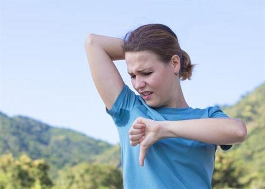 Mùa hè nóng bức cơ thể đổ mồ hôi và hôi nách càng nặng hơn, đây là cách giúp bạn giảm thiểu và ngăn ngừa mùi khó chịu