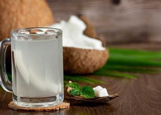 Nước dừa - biện pháp khắc phục chứng loét miệng tại nhà hiệu quả vào mùa hè