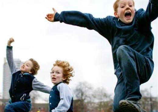 8 bài tập dễ dàng và thú vị giúp con vận động kết hợp trong các thói quen hàng ngày