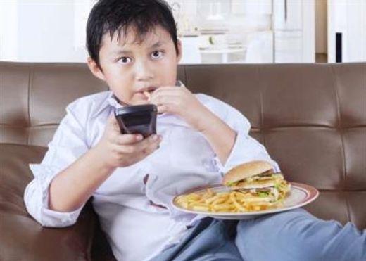 Cảnh báo: Trẻ em ăn thực phẩm đã qua chế biến có ảnh hưởng xấu đến sự phát triển của xương