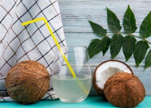 Nước dừa giàu dinh dưỡng và giúp hạ nhiệt nhanh, nhưng có những người không nên dùng thức uống này